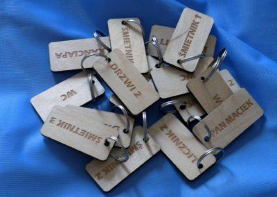 Drewniany brelok do kluczy